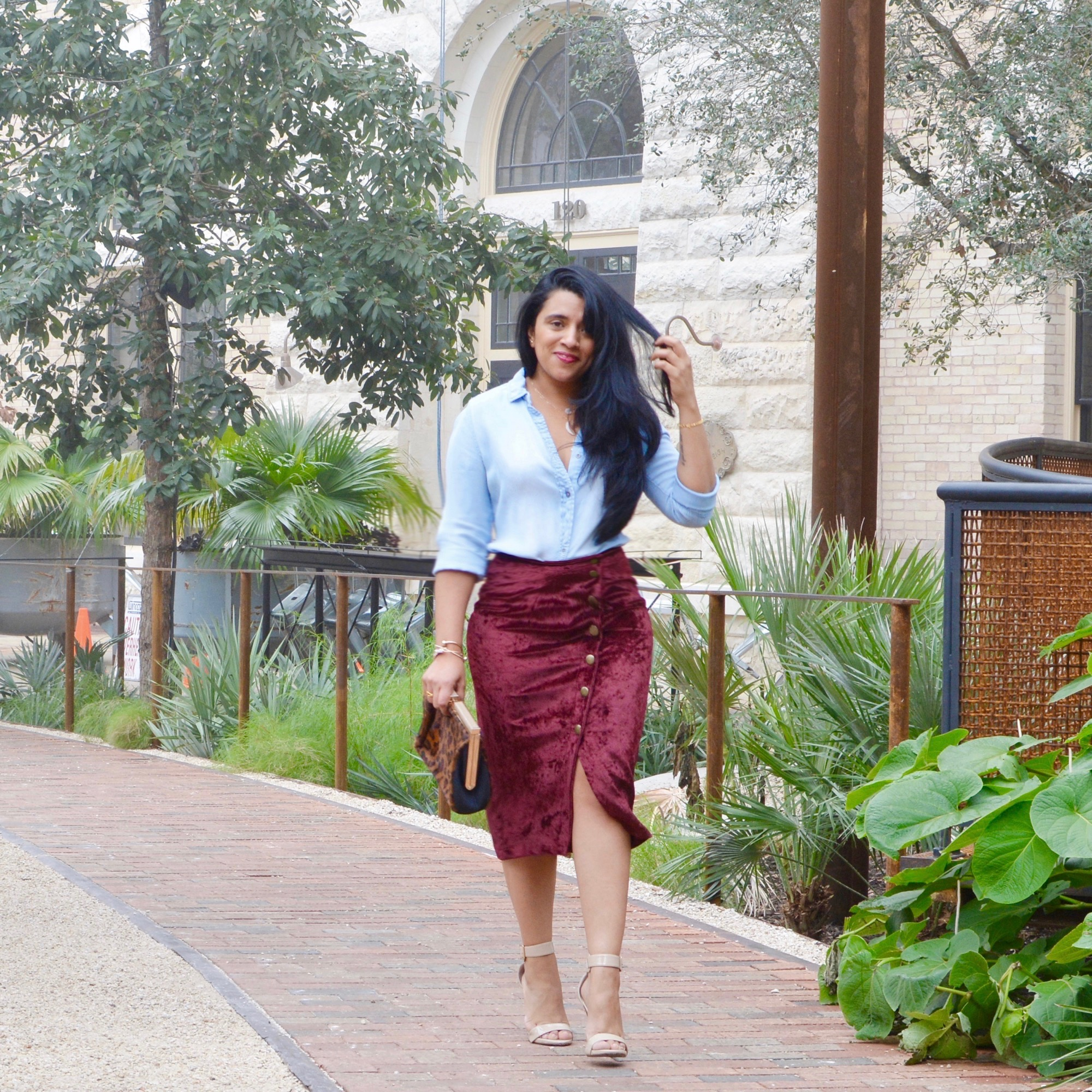 burgundy-skirt-outfit